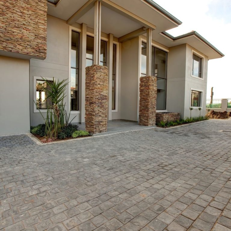 Contemporary Paving Design Waterberg Cobble