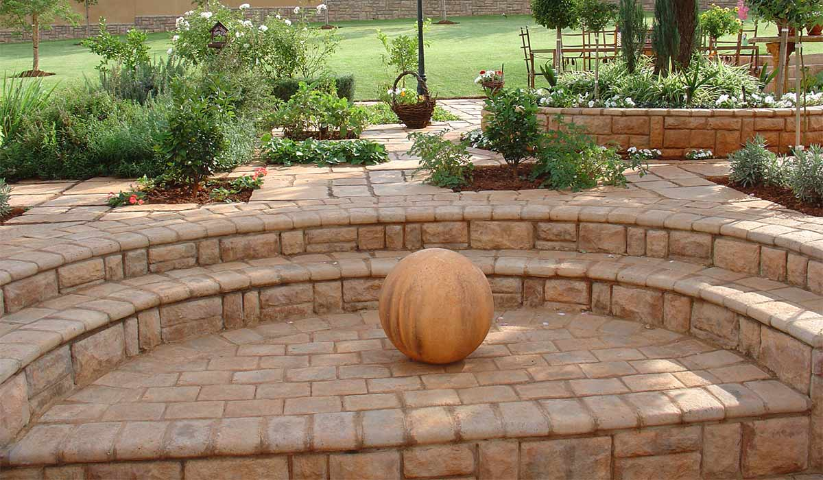 Magalies Coping installed around a garden landscape and along stairs